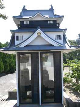 おまけ画像:変わった公衆電話が岡崎公園にはあるのですよ♪