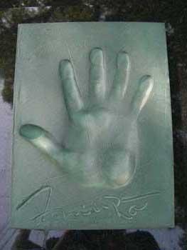 父:源一郎(三浦友和)さんの手形です。サインが芸能人!って感じでオーラが出まくりです。ああ、、素敵なお父さんだったなあ。。